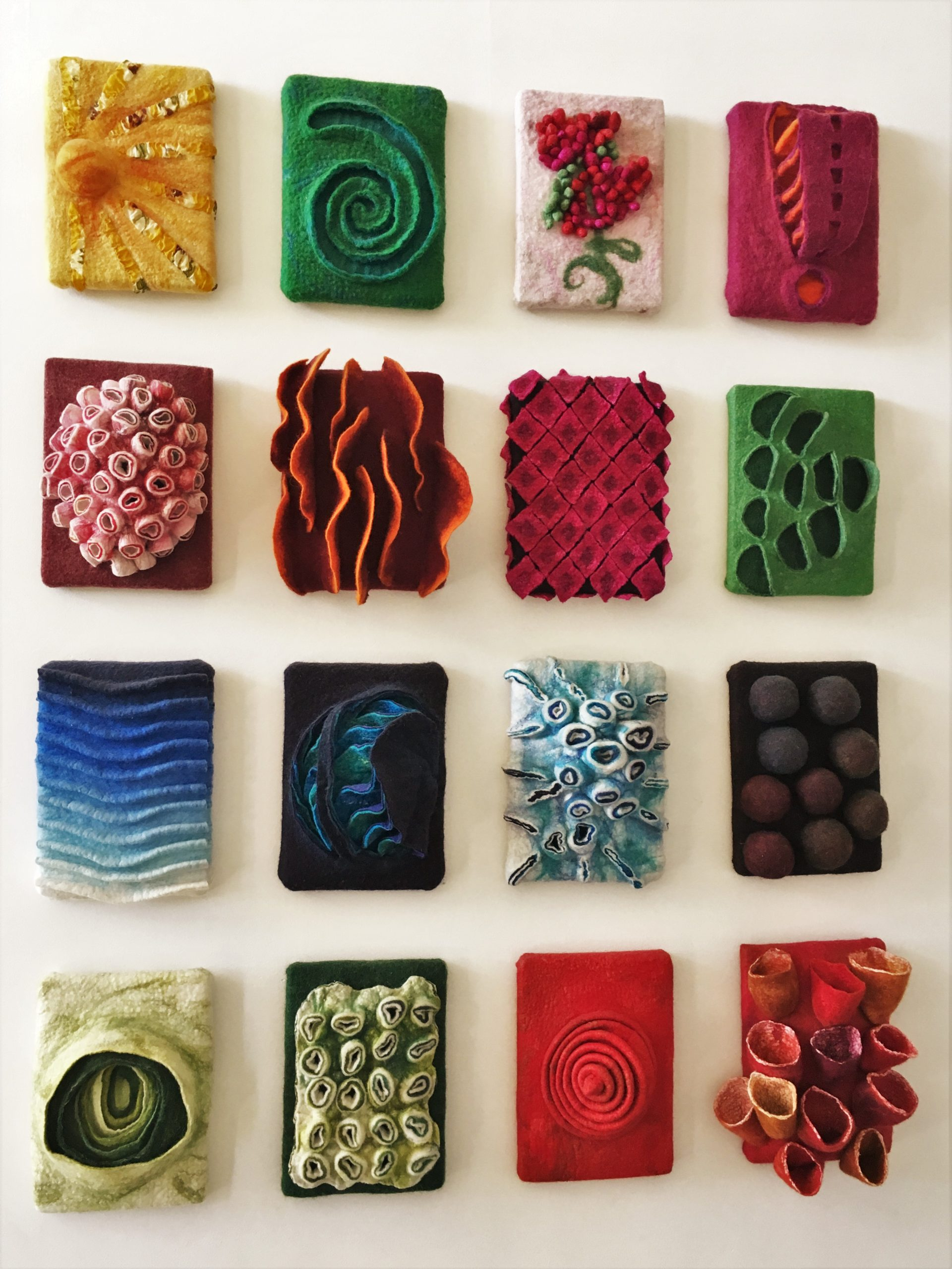 Viltjuweeltjes, collage 16 stuks